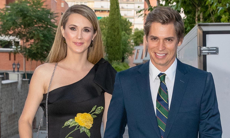 Astrid Klisans y Carlos Baute celebran con esta tierna imagen el primer mes de su hija Álisse