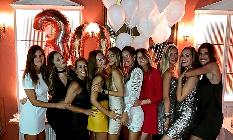 Malena Costa celebra su 30 cumpleaños con una fiesta 'entre amigas'