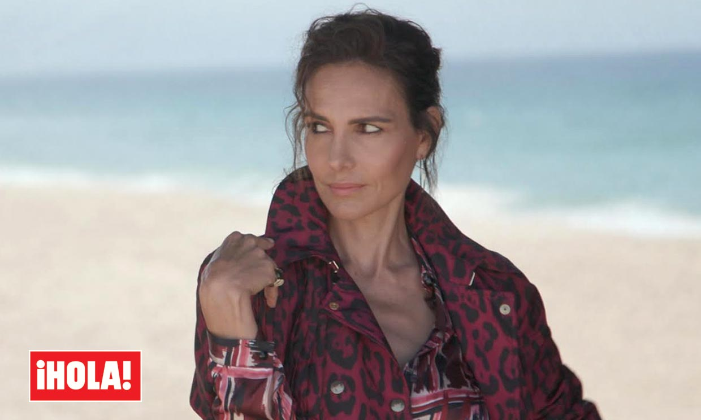 Adriana Abascal, impactante en ¡HOLA! a punto de cumplir 49 años