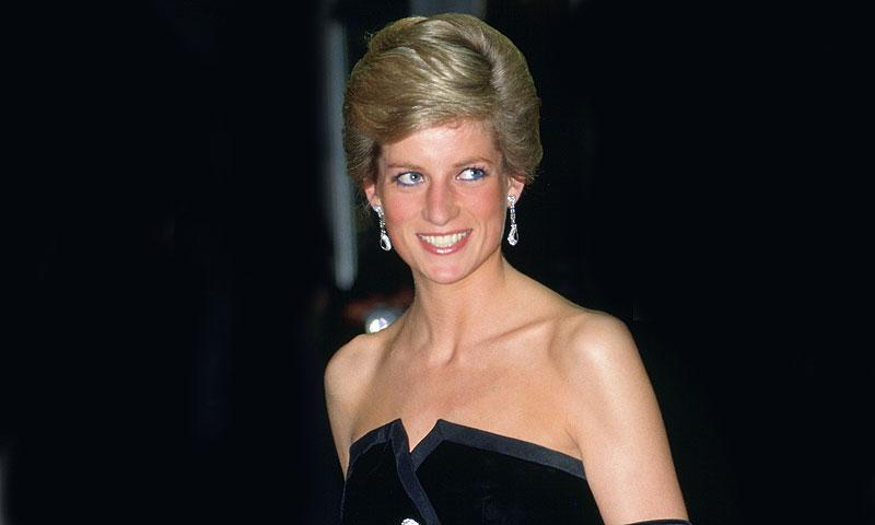 La historia del vestido con el que Diana de Gales inició su nueva era y que se expone en Casa ¡HOLA!