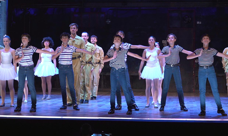Nuevas caras y mucha energía en el escenario: te mostramos cómo es la tercera temporada de 'Billy Elliot'