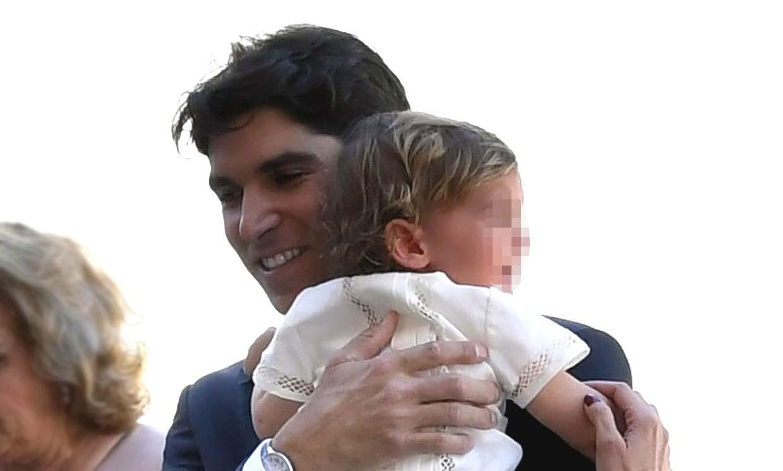 El tierno 'deja vu' de Cayetano Rivera con su hijo que le recordó a Paquirri
