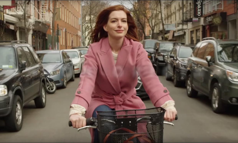 Anne Hathaway, estrella en la serie romántica de la temporada