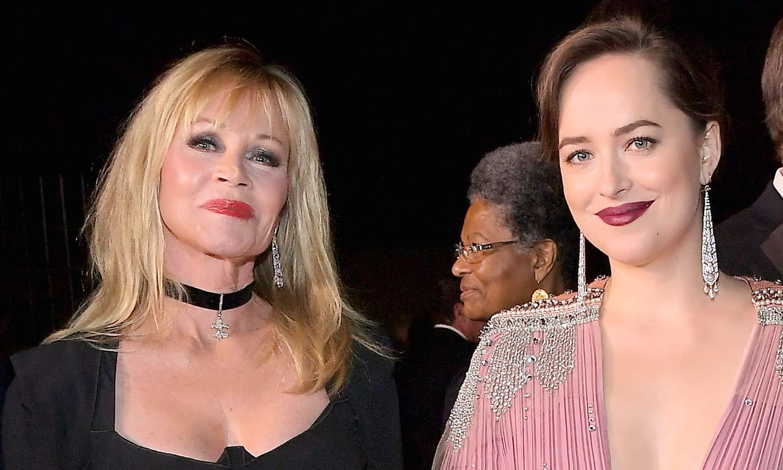Melanie Griffith se pronuncia sobre el romance entre Dakota Johnson y Chris Martin