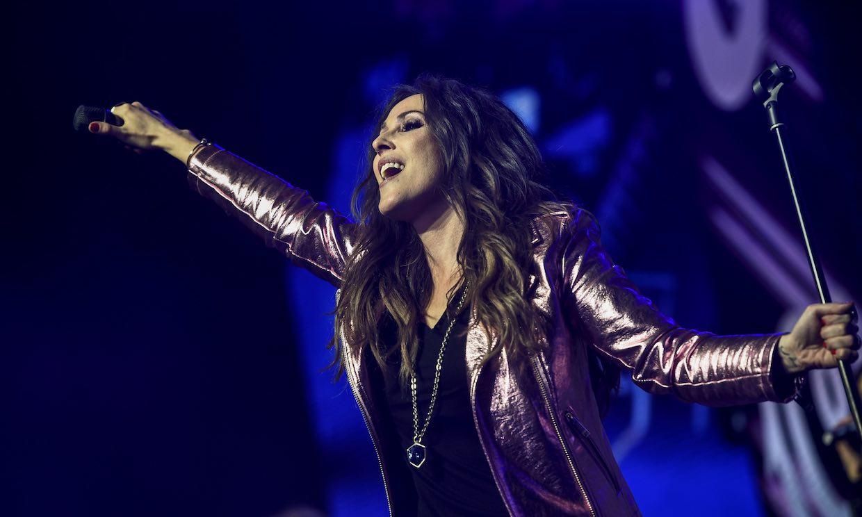 Malú busca diez 'fans' que quieran cantar con ella por una causa solidaria