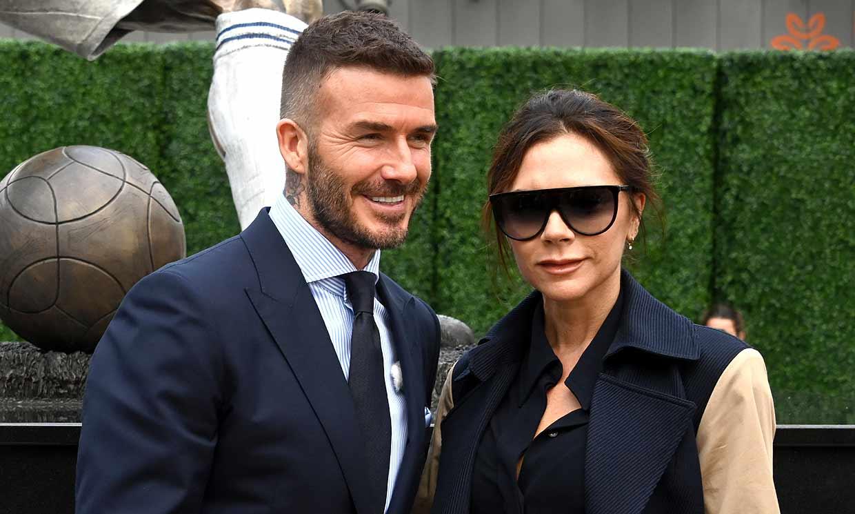 Victoria Beckham revela el secreto de la belleza de su marido: ¡le 'roba' sus cosméticos!