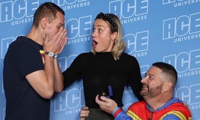 La simpática reacción de Brie Larson ante la pedida de matrimonio de dos de sus fans