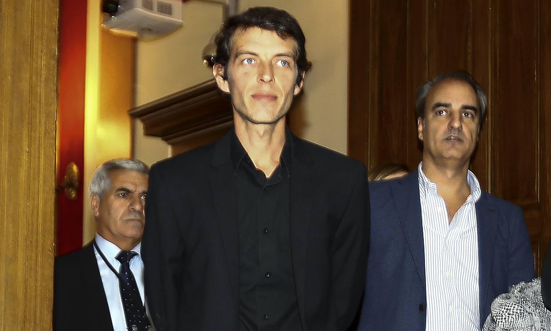 Camilo Blanes, presente en la multitudinaria despedida a su padre, Camilo Sesto, en Alcoy