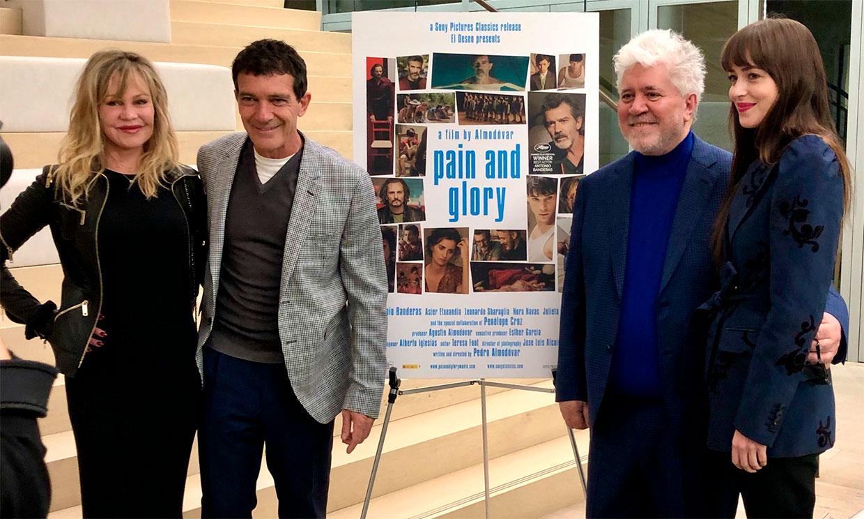 El reencuentro familiar de Antonio Banderas con Melanie Griffith y Dakota Johnson en Los Ángeles