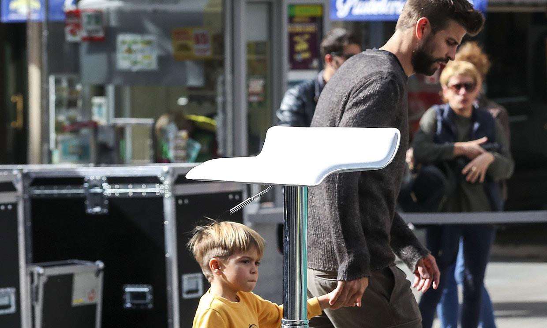 Sasha, entregado a la causa 'eco' junto a su padre Gerard Piqué