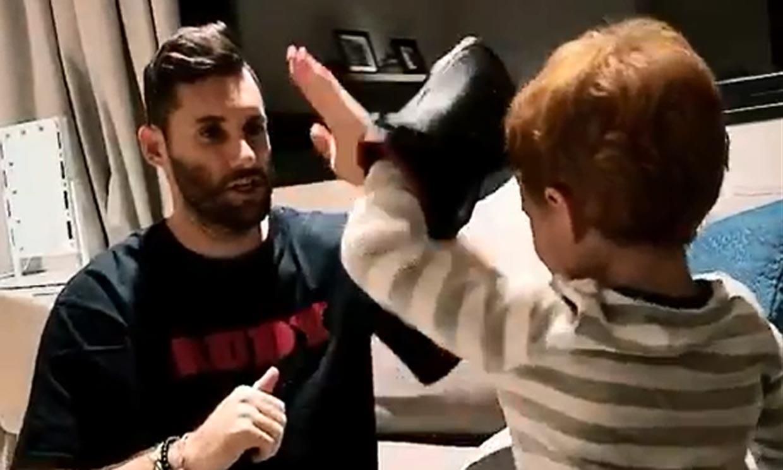 Alan, el hijo de Helen Lindes y Rudy Fernández, un auténtico karateca