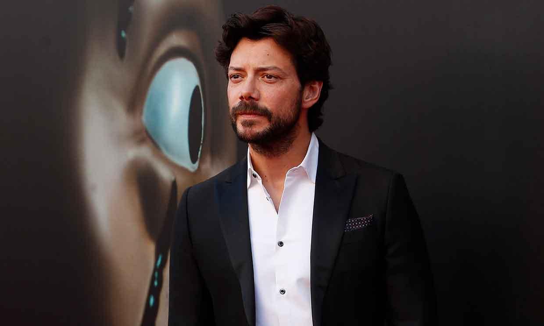 De atracador a 'sex symbol': Álvaro Morte, los secretos de uno de los actores más atractivos del momento