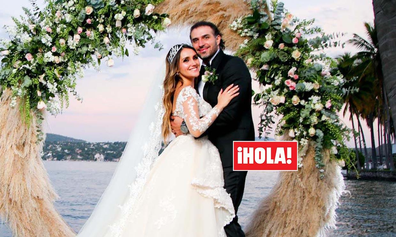 ¡Dos vestidos, fuegos artificiales y un entorno mágico! La romántica boda de Dulce María, actriz de 'Rebelde', en exclusiva en ¡HOLA! México