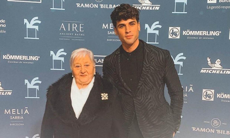 Daniel Illescas acude a los Ondas con la mejor compañía… ¡la de su abuela!