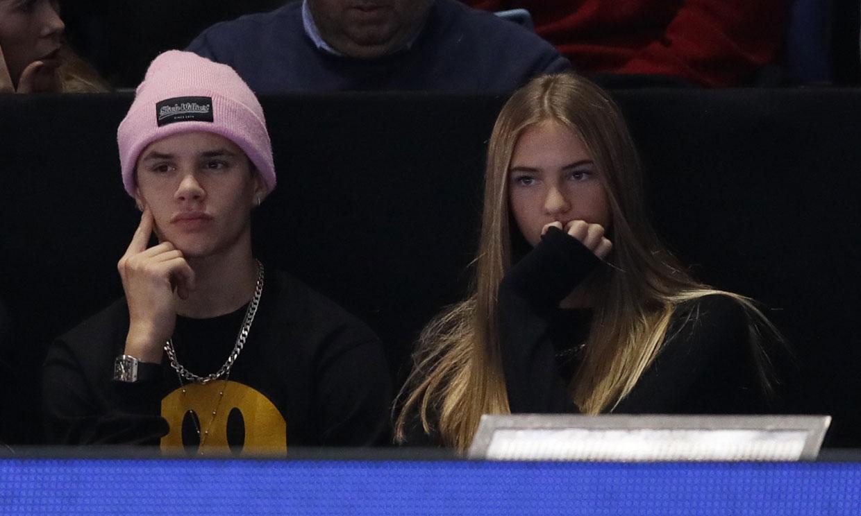 Romeo Beckham y Mia Moocher ya no esconden su noviazgo