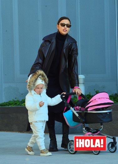 Irina Shayk and her daughter Read