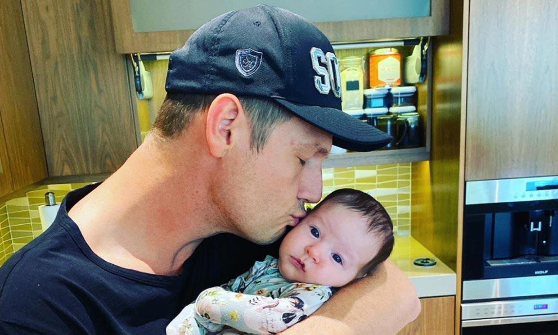 Nick Carter comparte un tierno baile con su bebé en plena crisis familiar