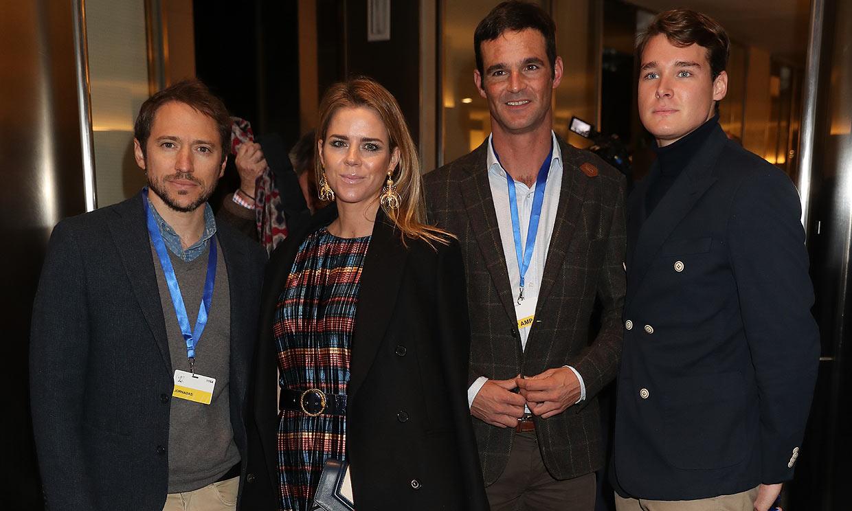 ¡La familia al completo! José Bono, arropado por su exmujer e hijos en la presentación de su libro
