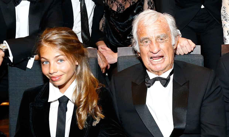 Stella, la hija pequeña de Jean-Paul Belmondo, en el baile de debutantes de París junto a las hijas de Julio Iglesias