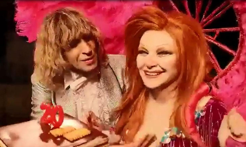 De Las Vegas a Villena: Alaska y Mario celebran sus 20 años de matrimonio sobre las tablas de un teatro