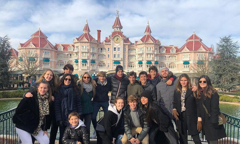 ¡Disfrutando como niños! Rafael Nadal y Mery Perelló viajan a Disneyland París en familia