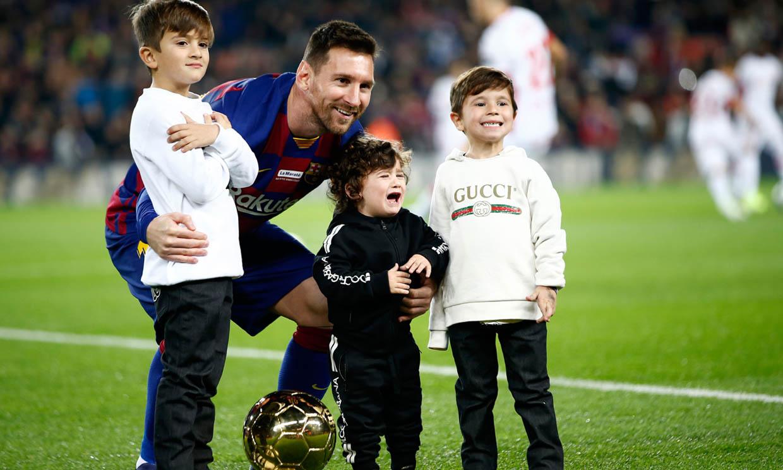 Pequeños ases del balón: los hijos de Messi, Fábregas, Iniesta... sus mejores admiradores