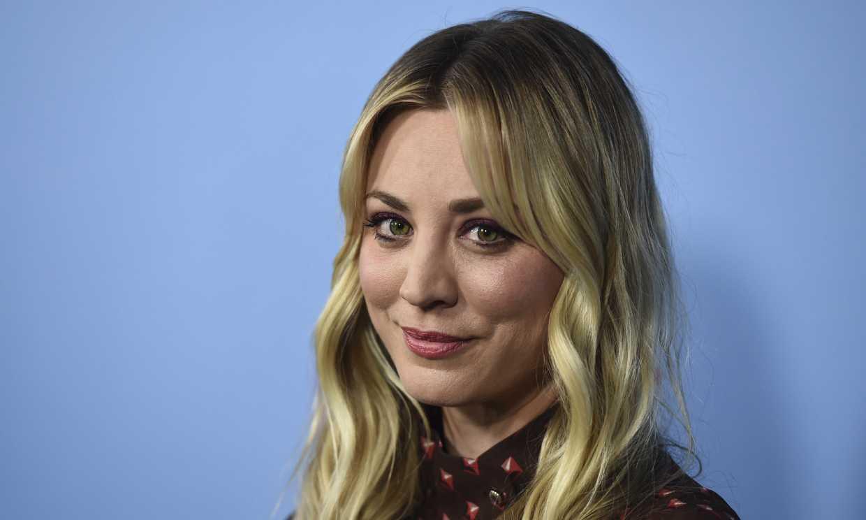 Kaley Cuoco deja atrás 'The Big Bang Theory' con su primera imagen en 'The Flight Attendant'