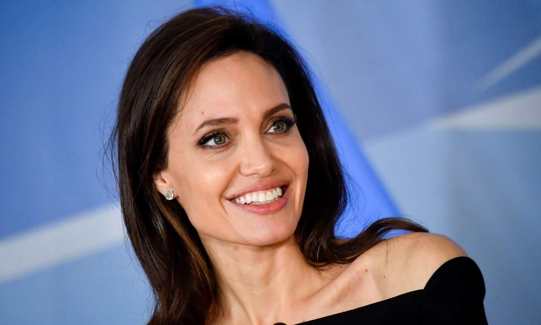 Angelina Jolie, entusiasmada con el tatuaje de su cara en el brazo de un fan