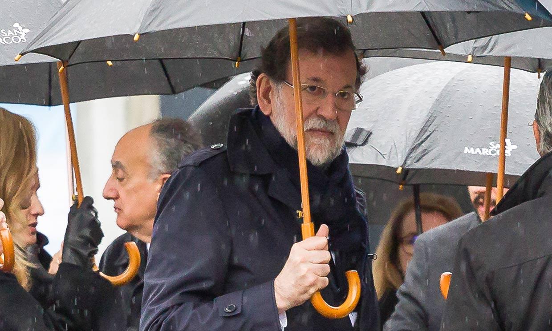 FOTOGALERÍA: Mariano Rajoy, arropado por sus compañeros en el funeral de su hermana en Pontevedra