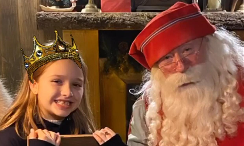 David y Victoria Beckham llevan a sus hijos a vivir la fantasía navideña del taller de Papá Noel