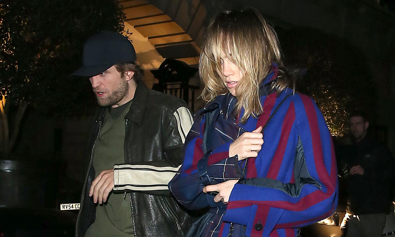 Robert Pattinson y Suki Waterhouse celebran juntos la Navidad entre rumores de compromiso