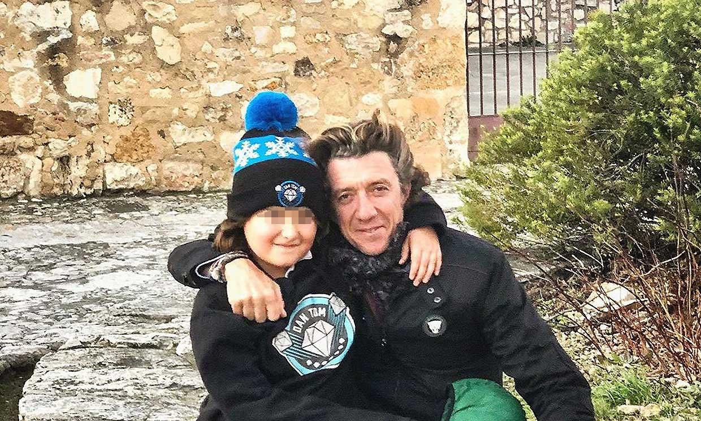 Colate disfruta de la Navidad en Pedraza junto a su hijo y su sobrino Roscón ¡más bailón que nunca!