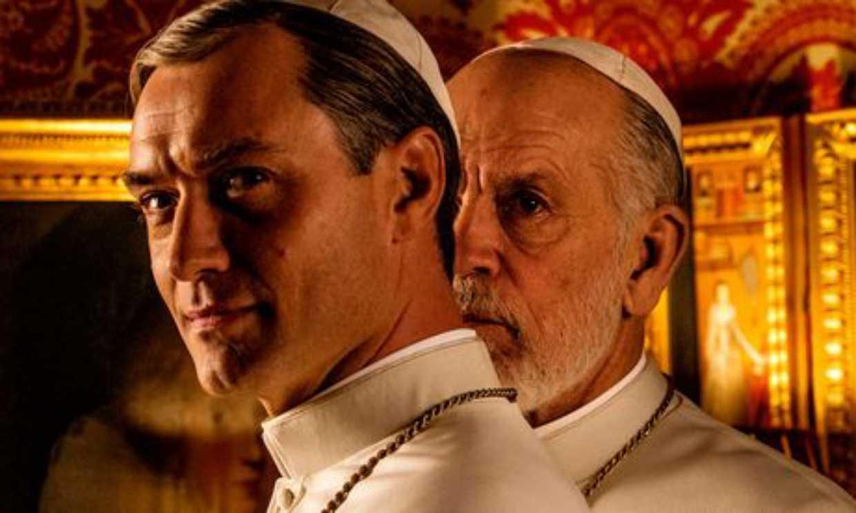 Jude Law, que nos enamoró en Navidad con 'The Holiday', vuelve convertido en santo en 'The new Pope'