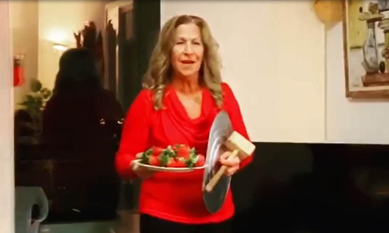 Las Campanadas más surrealistas y divertidas…¡las de la madre de Antonio Orozco!