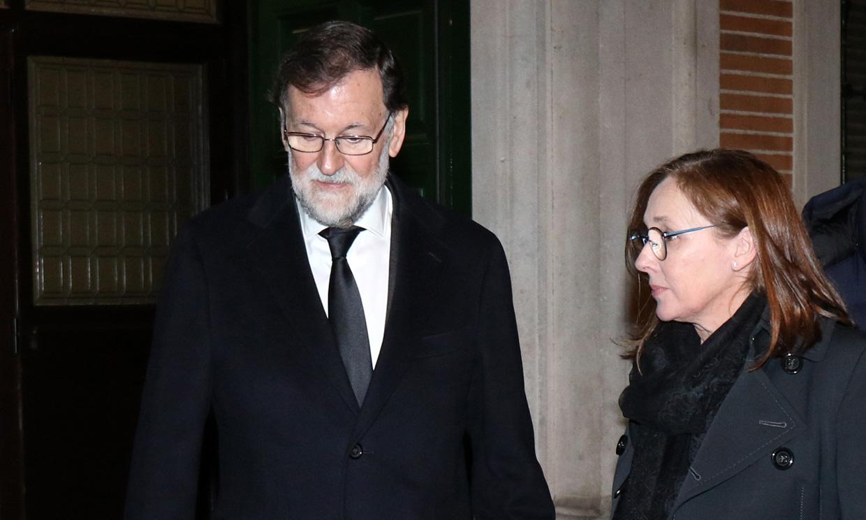 Mariano Rajoy, arropado por numerosos compañeros de partido en el funeral de su hermana