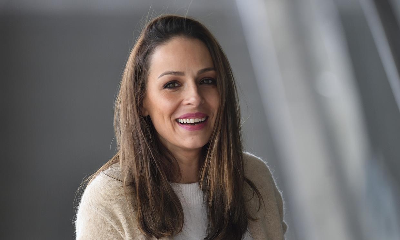 Eva González, muy amable y sonriente, vuelve al trabajo después de unos bonitos días en familia