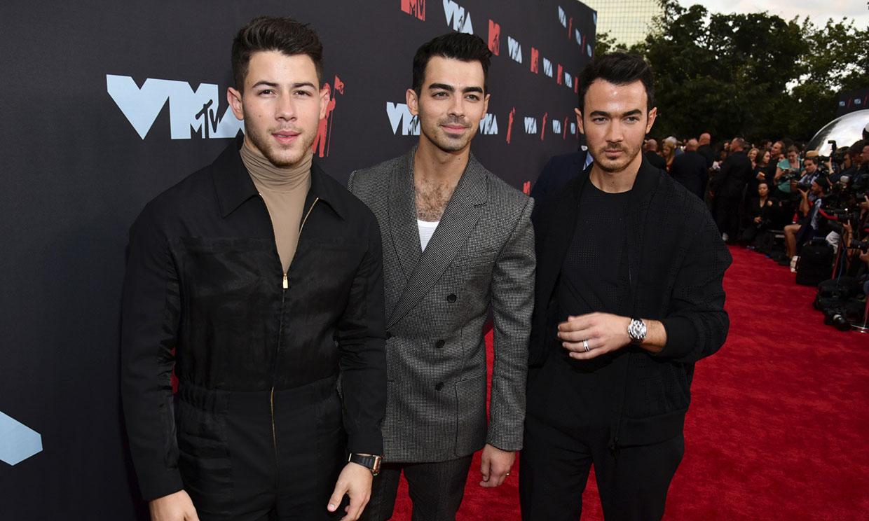 Los Jonas Brothers estrenan un videoclip de cine con Sophie Turner, Priyanka Chopra y Danielle Jonas