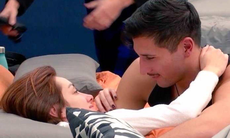 Adara y Gianmarco sellan su acercamiento con un beso