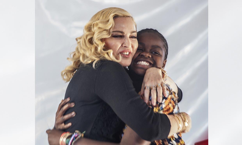 De la felicitación a su hija a sus imágenes con bastón: las luces y sombras de la gira de Madonna