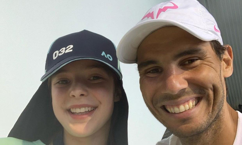 Rafael Nadal se reúne con la niña a la que dio un pelotazo y con toda su familia