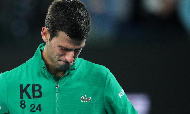 Una sudadera en su honor y un mar de lágrimas, Novak Djokovic recuerda en la pista a Kobe Bryant