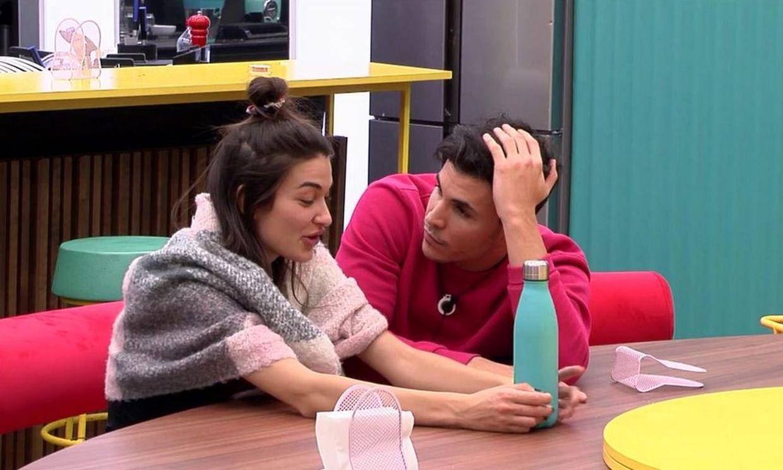 Estela Grande y Kiko Jiménez protagonizan un intenso acercamiento