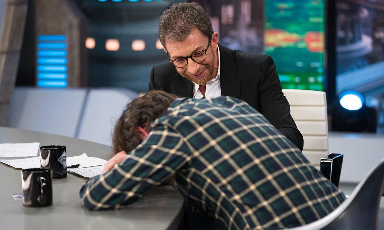¡Menudo susto! El periodista Jordi Évole sufre un ataque de cataplexia en directo