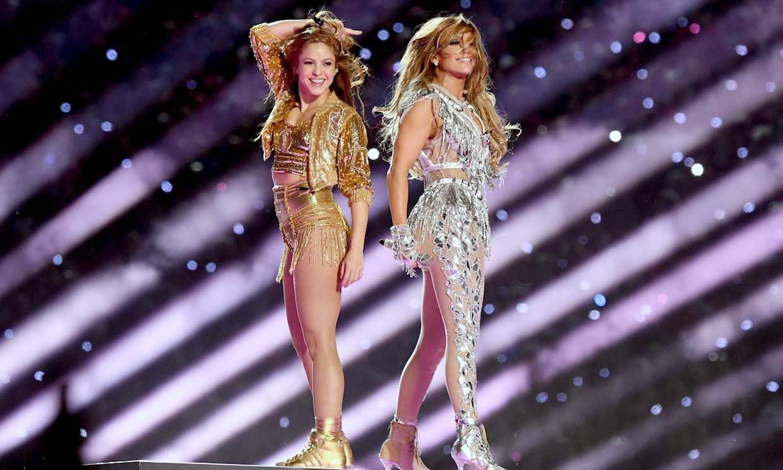 Jennifer López, acompañada por su hija Emme, y Shakira brillan en el espectáculo más latino de la Super Bowl
