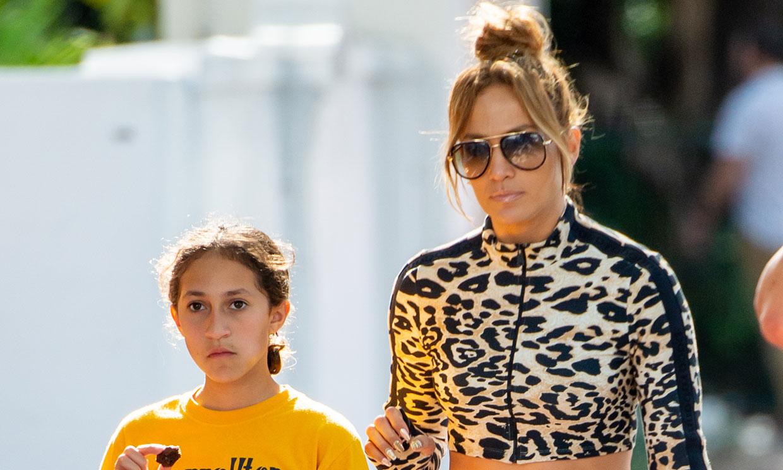 El descanso de las 'campeonas': Jennifer Lopez y su hija Emme, día de chicas tras el éxito en la Super Bowl