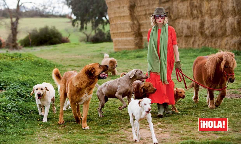 Ágatha Ruiz de la Prada posa en ¡HOLA! con sus catorce mascotas