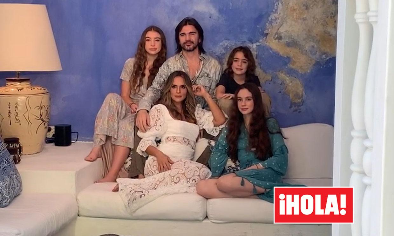 En ¡HOLA! Juanes y su mujer Karen celebran veinte años de amor junto a sus tres hijos