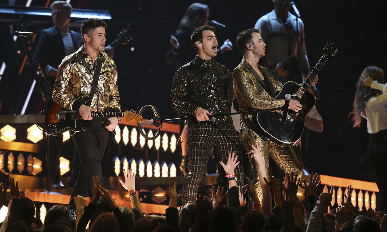 Los Jonas Brothers, testigos de una romántica pedida de mano en Barcelona