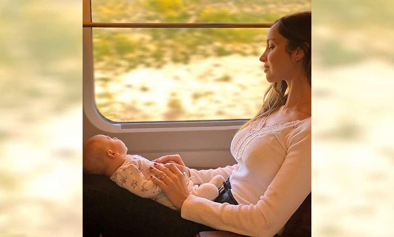 El primer viaje de Lorena Van Heerde con su bebé