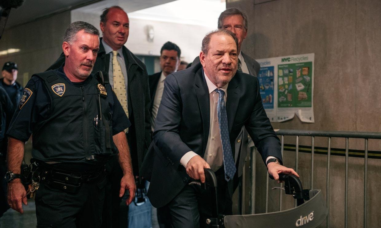 Harvey Weinstein pasa la noche en el hospital tras su condena y las reacciones no se hacen esperar